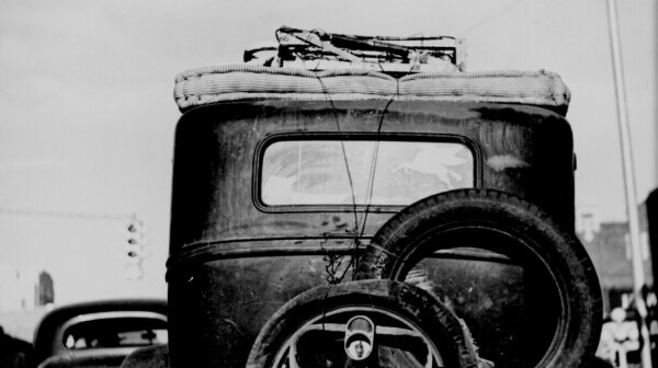 Okie_car_rear_view_1941