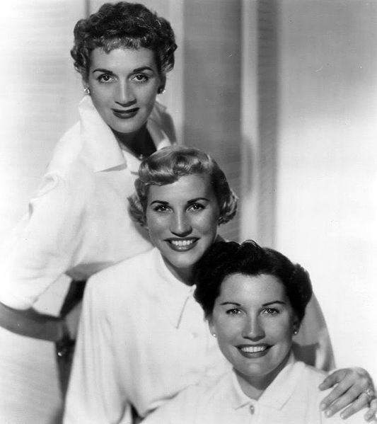 The_Andrews_Sisters_1952