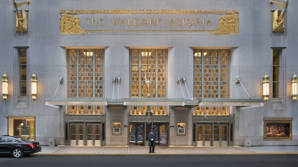 Waldorf_Astoria_New_York_-_Park_Avenue_Entrance