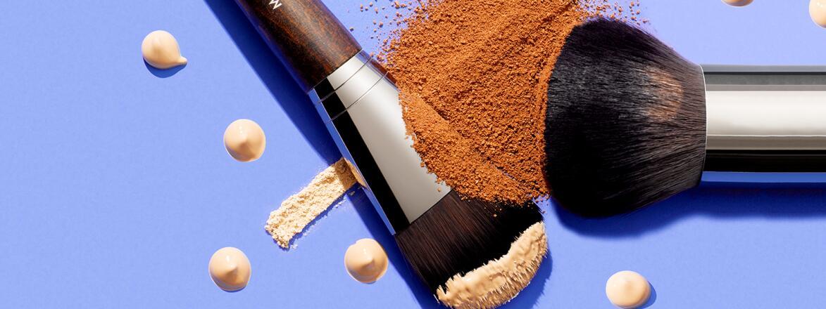 Makeup brushes with makeup powder