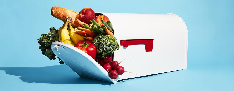 Jean_Chatzky_mailbox_filled_with_food_190821_Girlfriend_SarahAnneWard_1540.jpg