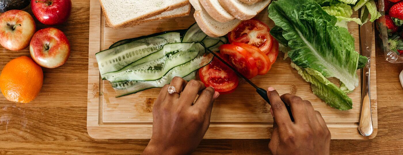 image_of_hands_preparing_food_Stocksy_txp4347b2d9Oi0300_Large_3448433_1800.jpg