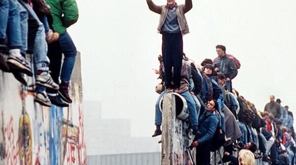 620-fall-of-berlin-wall-germany-1989[1]