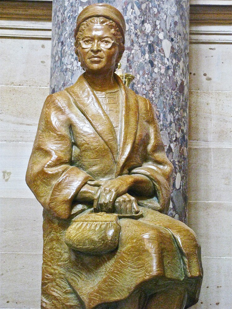 statue-of-rosa-parks