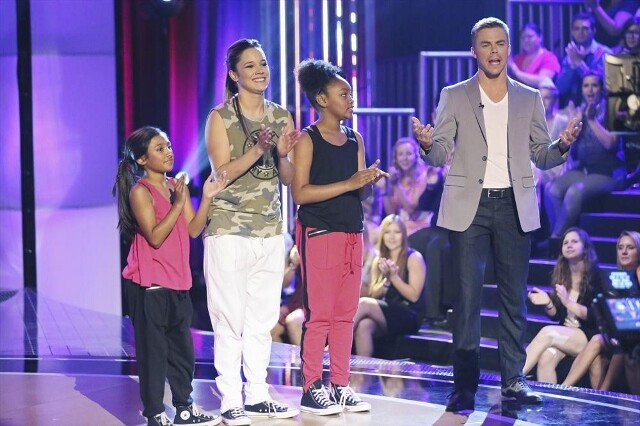 "FAMILY DANCE OFF - Hosted by Derek Hough, ""Family Dance Off"" is a one-hour special featuring five families who love to dance and who get the chance of a lifetime to perform and compete on a Hollywood stage before a live studio audience. Five families with"